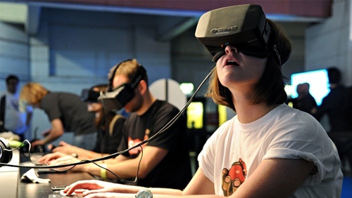 Virtual reality for online gaming