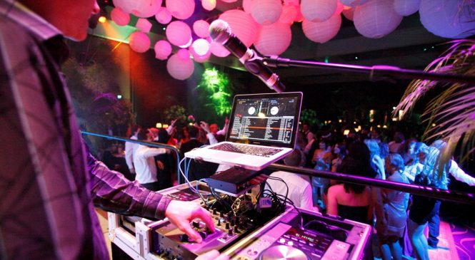 How to secure the best entertainment for a corporate function?