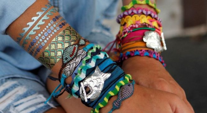 Popular, everlasting jewelry gifts for teens at holiday gift shop