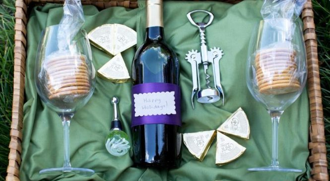 Homemade holiday gift baskets, alcohol gift baskets tips