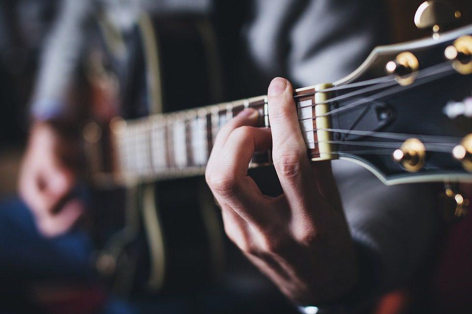 Guitar soloing techniques