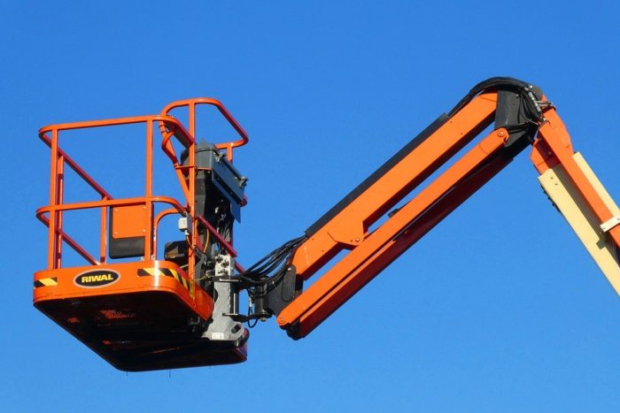 operator Cherry Picker 101 – 4 Safety Tips That All Operators Must Know