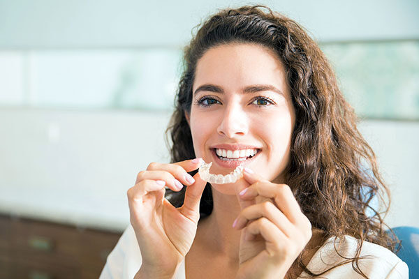 The Pros and Cons of Teeth Aligners