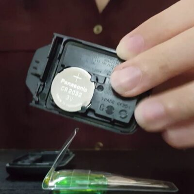 How to remove a car remote battery