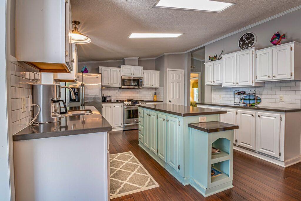 Granite vs. quartz countertops for a kitchen